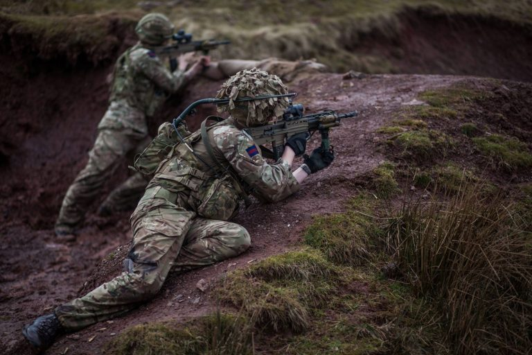 Two men of Inkerman Company, Grenadier Guards armed with new L85A3s (British Army/MoD)